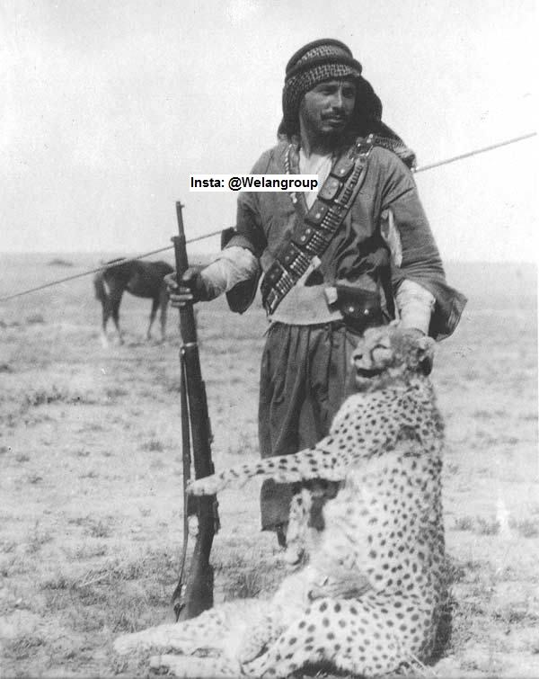 فارس من فرسان قبيلة الرولة من عنزة